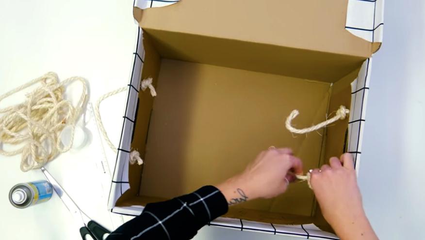atado de tiras de soga para caja forrada en tela