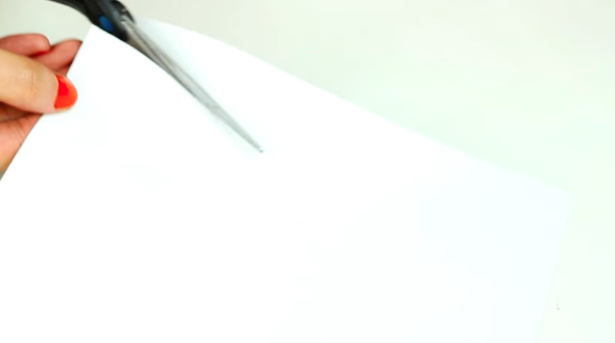 corte de figura de papel para gorro de tela para cumpleaños