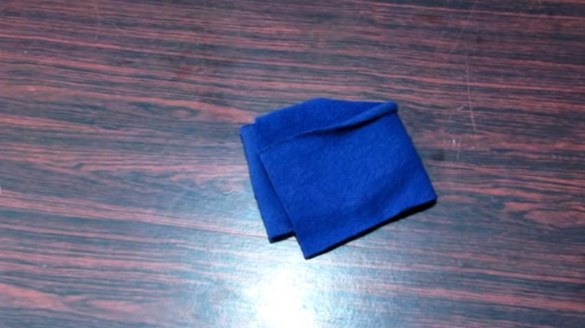 marcado y corte de rectángulo en tela para gorro de invierno