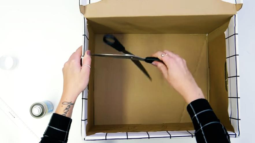 realización de orificios en caja para forrado con tela