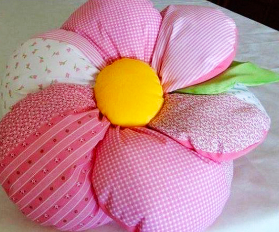 almohadón de tela en forma de flor extratip