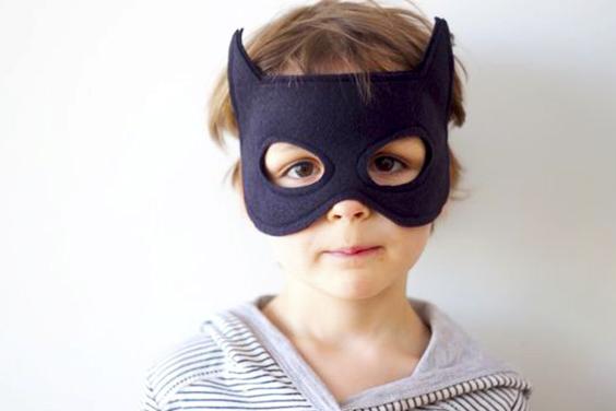 Cómo hacer un antifaz de Batman con tela