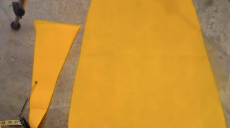 corte de tela para capa de superhéroe