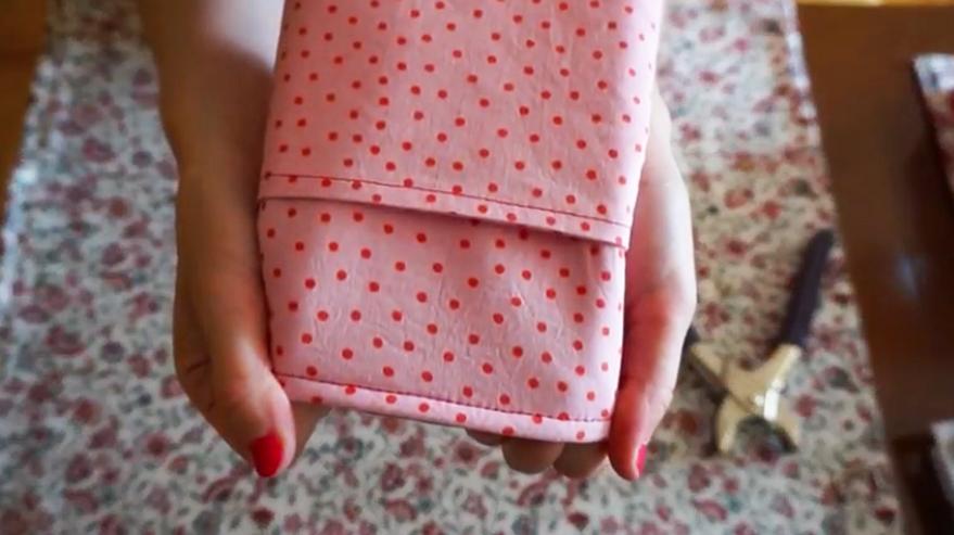 costura de unión de piezas de tela para funda de plancha de pelo
