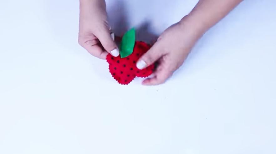 dibujo y pegado de tela para cabo superior de manzana para imán