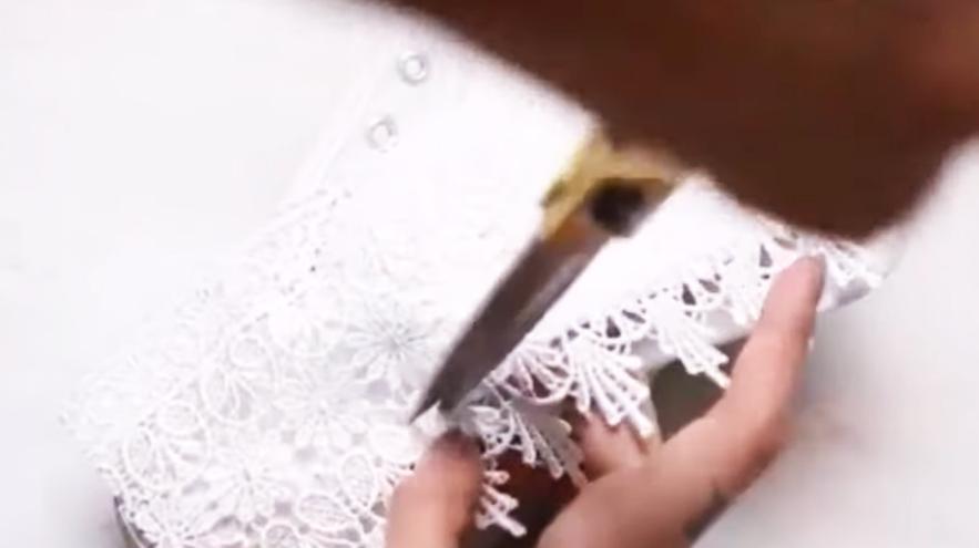 recorte de  laterales de tela para parte interna de cordones para reciclado de zapatillas